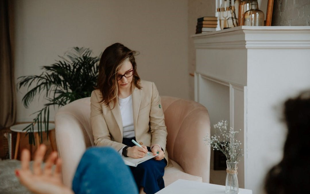 Life Coach vs. Therapist: What's the Difference?